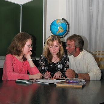 ALINA's Private Tutors. Teach your girl English, German, French, Spanish, Italian or Dutch.